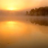 Soluppgång i sjö
