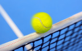 Tennisboll på nätet