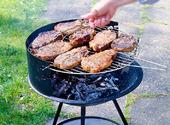 Kött på utegrill