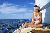 Kvinna på segelbåt