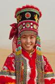 Mongol Flicka i traditionella kläder (Modell: Zhang Xiaoyan) Xiangshawan. Inre Mongoliet. PR i Kina