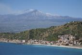 Naxos och vulkanen Etna på Sicilien, Italien
