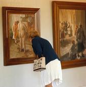 Kvinna på utställning