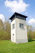 vakttorn på kanten av koncentrationslägret Dachau