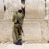 Soldat vid Klagomuren i Jerusalem, Israel