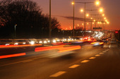 Biltrafik i skymning