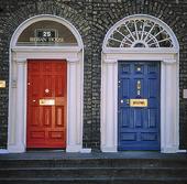 Röd och blå dörr i Dublin, Irland
