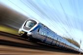 Snabbt tåg i rörelse