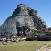 Pyramid of the Magician i Uxmal, Mexico