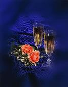 Champagneglas vid rosor