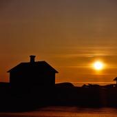 Hus i solnedgång