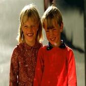 Barn framför spegel, 60-talet