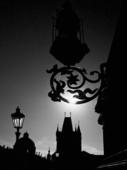 Silhuetter. Karl IV Bridge. Prag. Tjeckien.