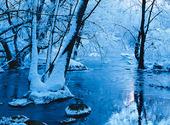 Rimfrost vid vattendrag