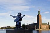 Evert Taube och stadshuset i Stockholm