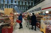 Kunder i livsmedelsaffär