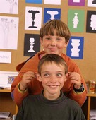 Pojkar i klassrum