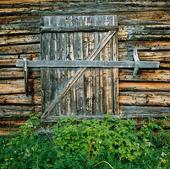 Dörr på ladugård