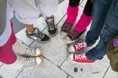 Tonåringar med gummiskor