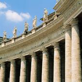Kolonnader vid Petersplatsen i Rom, Italien