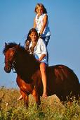 Flickor på häst
