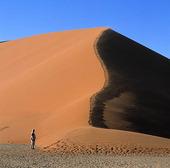Människa i Namibiaöknen