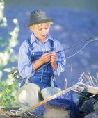 Pojke som fiskar