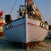 Fiskebåt på strand, Danmark