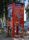 Kurbitsmålad telefonkiosk, Dalarna