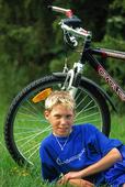 Pojke och cykel