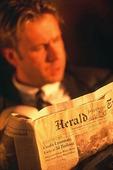 Man läser tidning