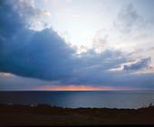 Mörka moln över havet