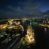 Göteborgs hamn i skymning