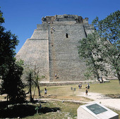 Pyramid of the Magician i Uxmal, Mexico