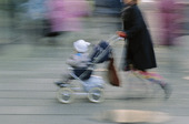 Mor med barnvagn
