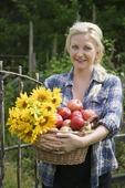 Kvinna med fruktkorg