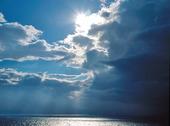 Sol och regnmoln vid Torneträsk, Lappland