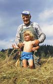 Bonde med barnbarn