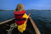 Flicka i båt