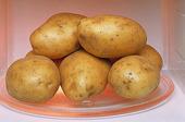 Potatis i mikrovågsugn