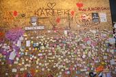Anteckningslappar på vägg, terrorattacken i Stockholm 7 april 2017
