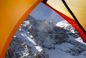 Utsikt från campingtält i fjäll