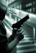 Pojke med pistol på natten