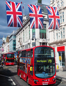 Bussar på Oxford Street i London, Storbritannien