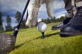 Utsläpp av en tee med golfboll