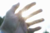 Hand mot solen