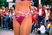 Dansande kvinna på karneval