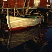 Båt vid brygga