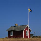 Stuga med svenska flaggan