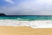 Sandstrand med havsskum